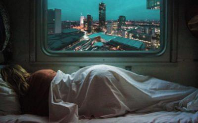 Warum Seitenschläfer gesünder schlafen