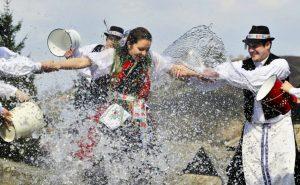 Wasserschlacht in der Slowakei zu Ostern.