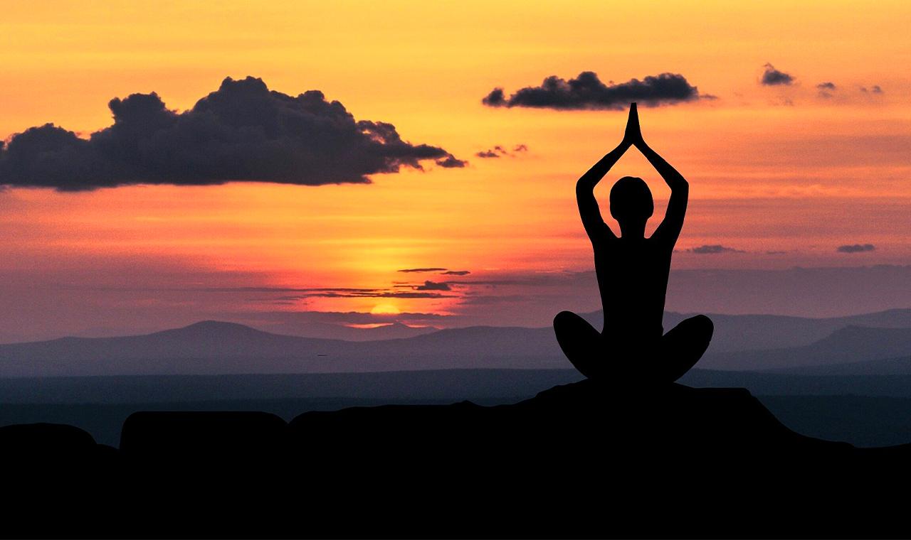 Tief durchatmen und einschlafen: 3 einfache Meditationsübungen für Einsteiger