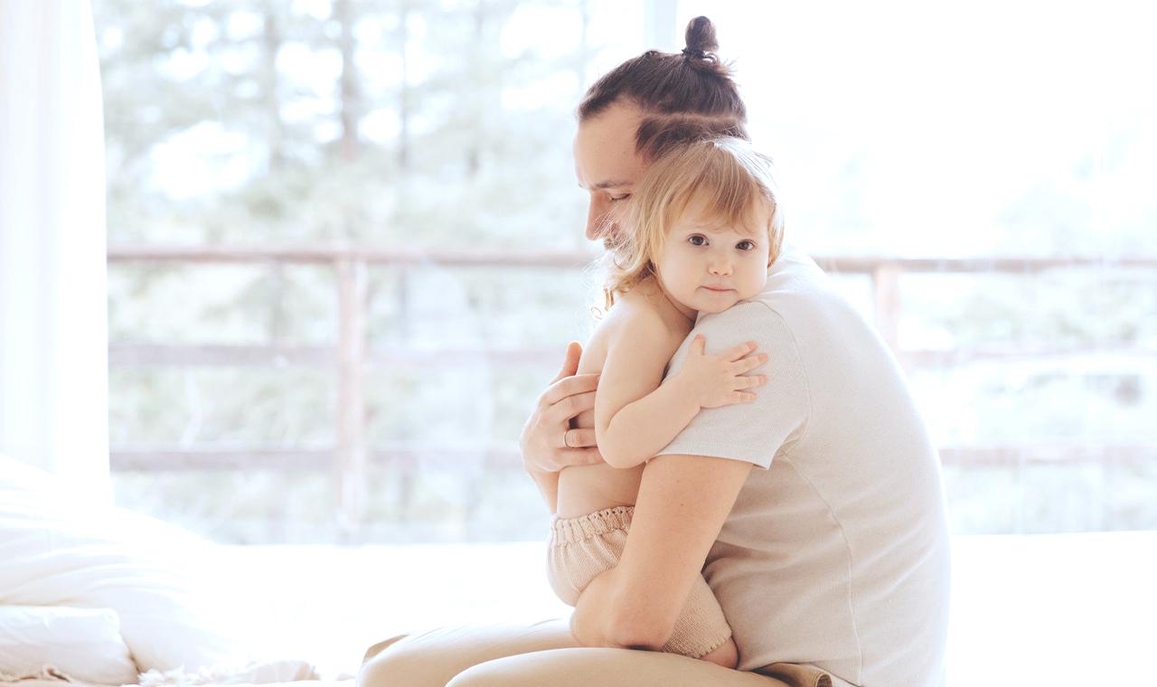 Väterlicher Schlafmangel: Warum frischgebackene Papas müder sind als Mamas